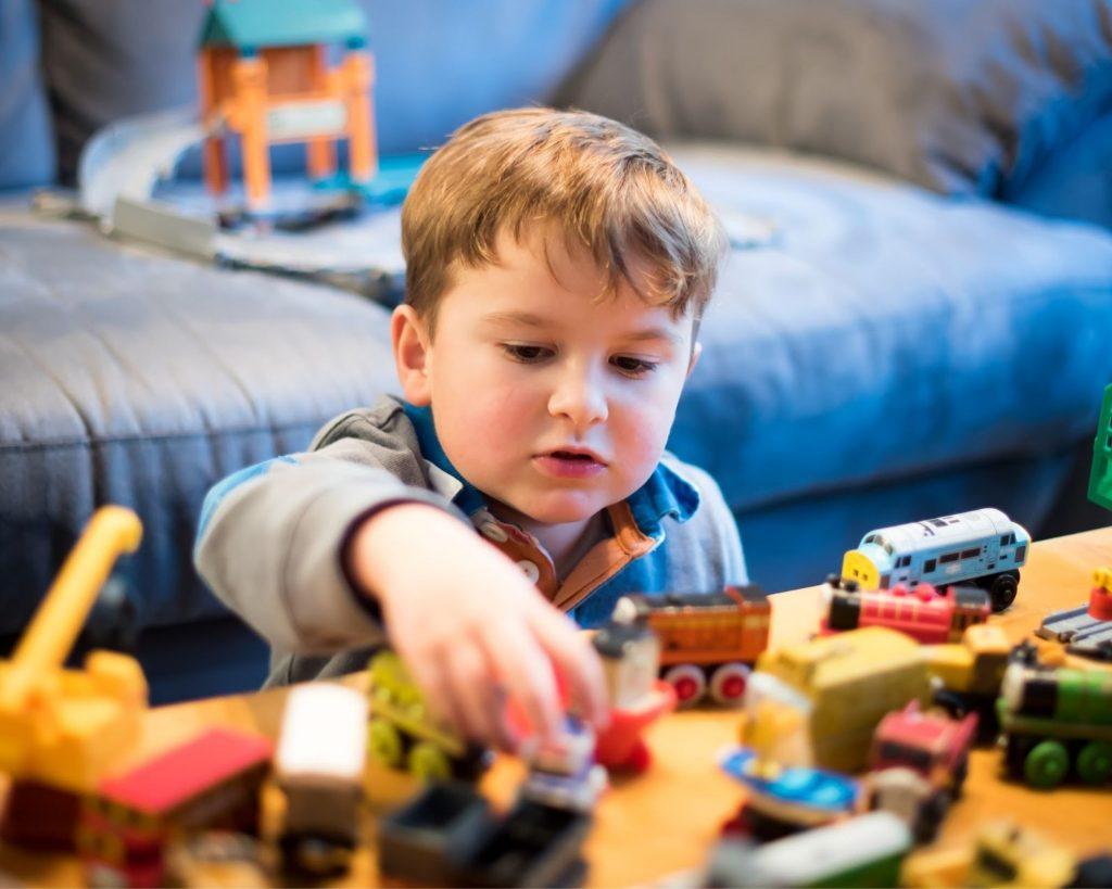 Πώς να βοηθήσουμε τα παιδιά ώστε να παίζουν ανεξάρτητα